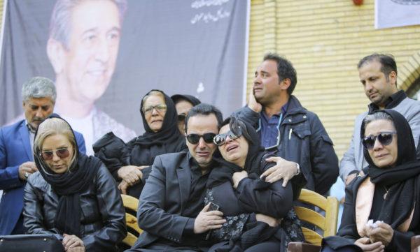فلورا سام در مراسم تشییع همسرش