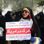 تصاویری متفاوت در حاشیه تجمع علیه معترضین گرانی بنزین!