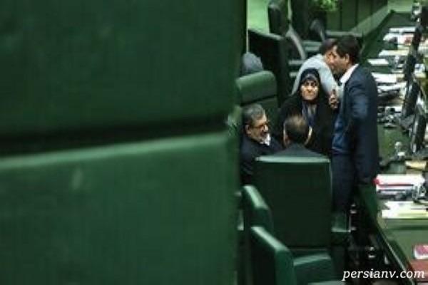 یک عکس تاسف برانگیز در حاشیه جلسه نطق وزیر نیرو در مجلس!!