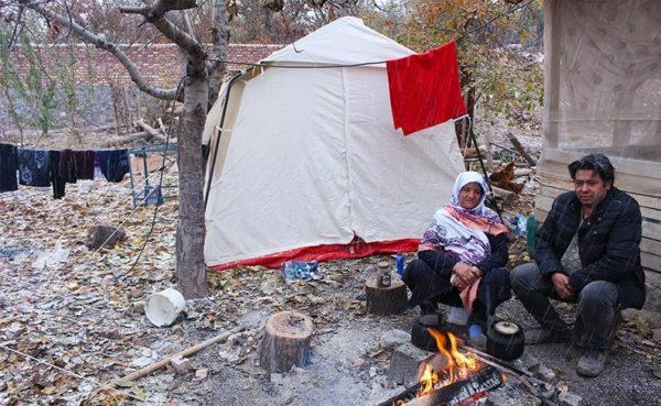 زندگی دشوار چادری زلزله زدگان ورنکش زیر برف و سرما!!