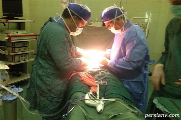 جراحی توده ۸ کیلویی و خارج کردن آن از شکم یک زن