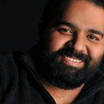 سورپرایز کردن جالب مردم توسط رضا صادقی خواننده پاپ در ایران