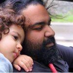 بازی جالب رضا صادقی و دخترش ویانا در خانه