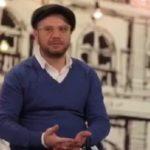 علی صادقی بازیگر کمدی : چهار طرف دوربین را بوس کردم !!!
