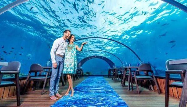رستوران زیر دریا