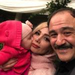 تولد دختر مهران غفوریان ؛ هانا یکساله شد ، ست مادر و دختری هانا و آرزو
