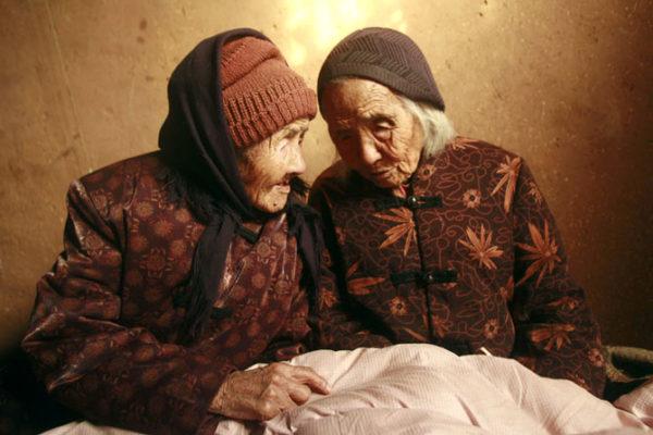 رابطه مادر و دختری عجیب در سن ۱۰۷ و ۸۰ سالگی