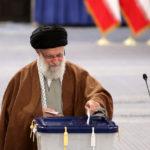 لحظه رای دادن رهبر انقلاب در قابی متفاوت