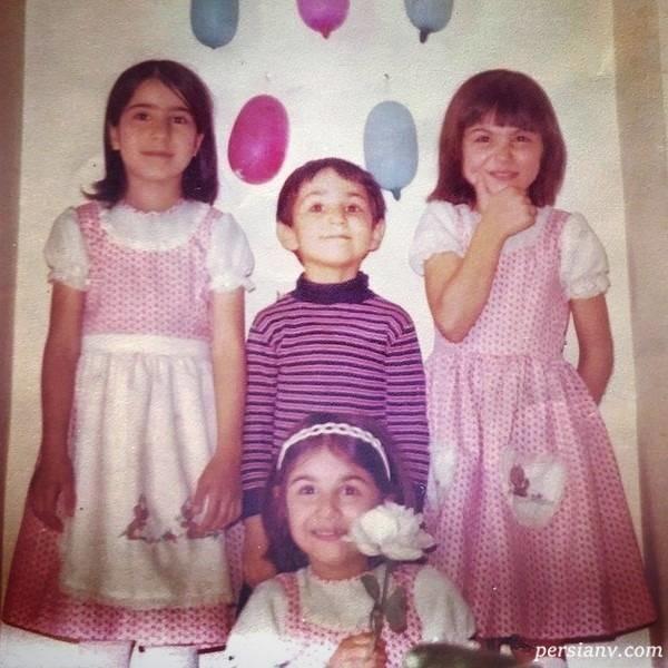 لاله اسکندری در کنار برادر و خواهرانش
