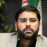 محمدحسین رنجبران مجری معروف همراه خانوادهاش در راهپیمایی