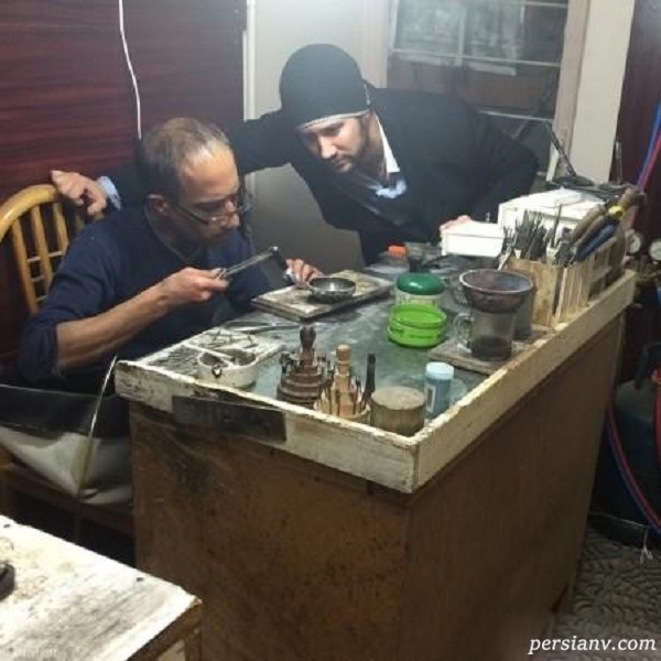 شاهرخ استخری در کارگاه جواهرسازی