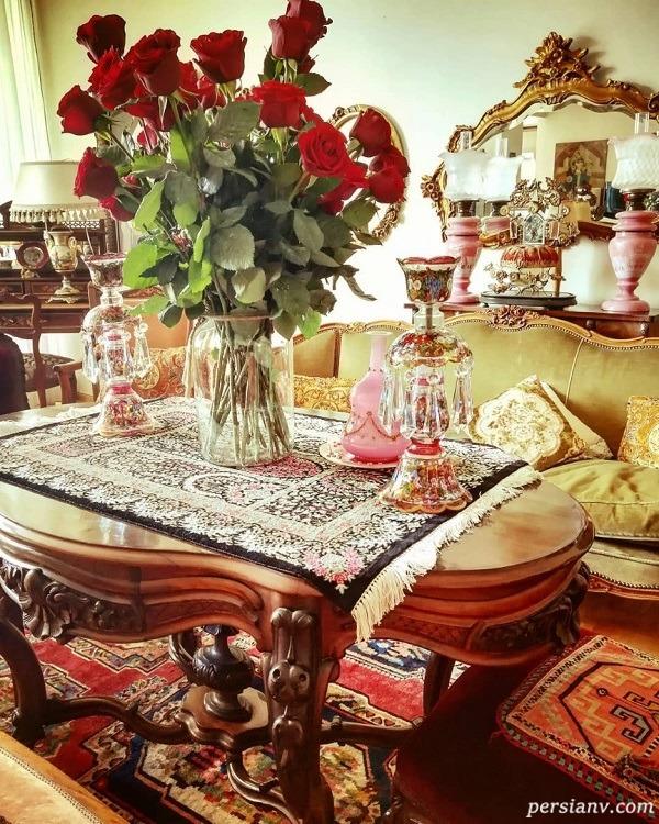 ساره بیات در خانه