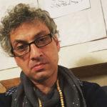 سقوط وحشتناک نویسنده و بازیگر طنز ارژنگ امیرفضلی از پله