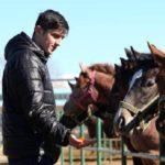 یک دختر مربی اسب سردار آزمون شد
