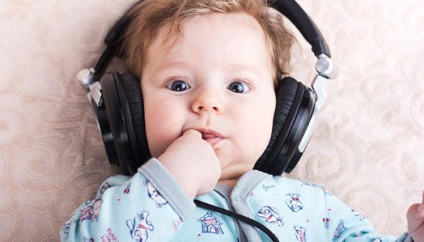 واکنش بچه به آواز خواندن پدرش ؛ بسیار جالب و عجیب