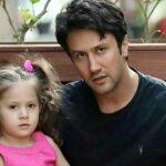 اصلاح موی سر در خانه شاهرخ استخری به همراهی دخترش