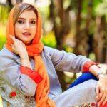 نذری دادن شبنم قلی خانی بازیگر معروف با ماسک و دستکش