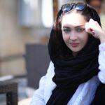 نیکی کریمی با تیپ جدید و متفاوت در ماشین لاکچری اش