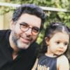 مصطفی کیایی و همسرش در کنار بهاره کیان افشار