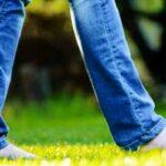 بوسیدن پای شوهر در برنامه زنده حاشیه ساز شد