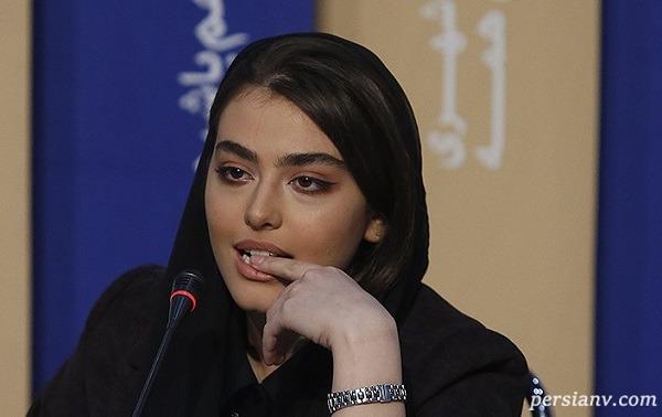 ژست بازیگر زن در نشست خبری