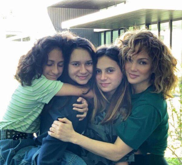 جنیفر لوپز و دخترانش