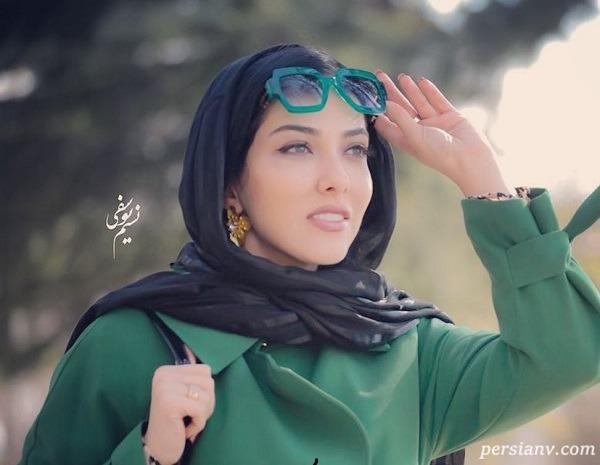 لیلا اوتادی با مقنعه و عینک سرکلاس آنلاین دانشگاه