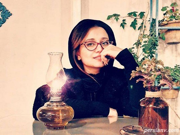 مهتاب جامی بازیگر سریال بچه مهندس در کتابخانه لاکچری اش