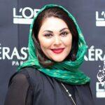 عکس لاله اسکندری با چادر رنگی بر سر مزار سهراب سپهری
