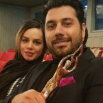 کلاس مجازی ارشان فرزند احسان خواجه امیری خواننده همراه مادرش