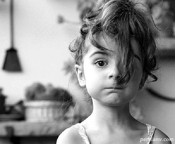 تصاویری از دختر زیبایی که وحشت داشت به آینه نگاه کند