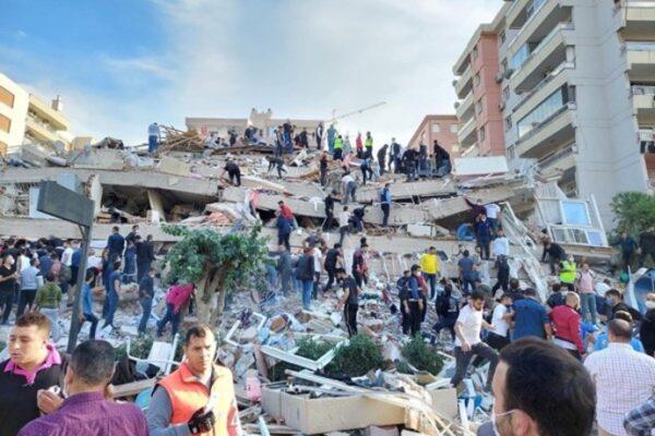 خسارات زمین لرزه ازمیر