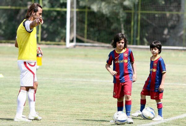 بازیکن فوتبال و فرزندانش