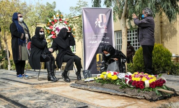 حامد بهداد در مراسم خاکسپاری