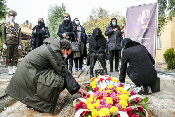 حامد بهداد در مراسم خاکسپاری چنگیز جلیلوند