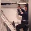 ویدیویی از دزد بخت برگشته نهاوندی که در کانال کولر گیر کرده بود