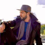 سفر زمستانی بهرام رادان به کاشان با کلاه و ماسک خاص