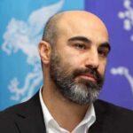 محسن تنابنده در منزل سفیر استرالیا در ایران که جایزه دریافت کرد