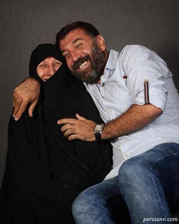 علی انصاریان با مادرش