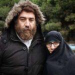 عکس ننه علی انصاریان در روز اول عید بر سر مزار پسر