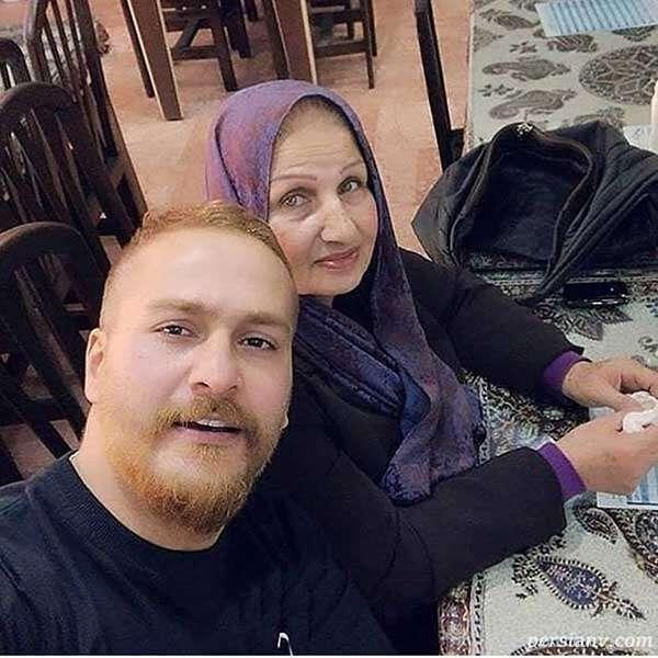 بازیگر مرد و مادرش