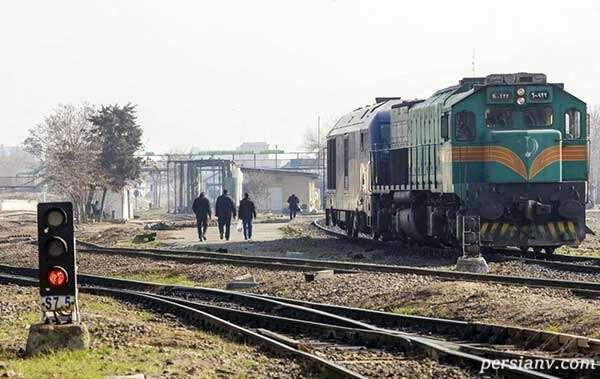 خودکشی زیر چرخ های قطار
