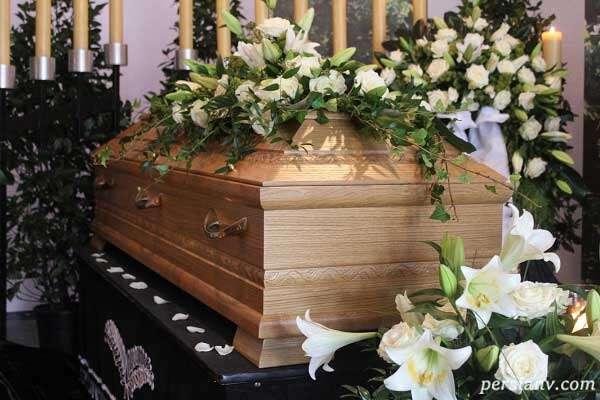 برپا کردن عجیب مراسم تشییع جنازه قبل از مرگ