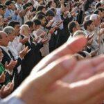 اقامه نماز عید فطر با رعایت پروتکل های بهداشتی در دانشگاه تهران