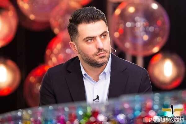 سلفی آسانسوری علی ضیا با موهای کچل شده