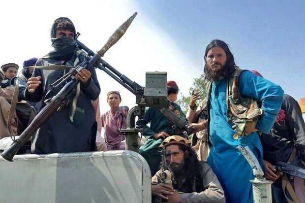 رفتار عجیب طالبان با معتادان افغانستان در سطح شهر