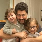 شنای شاهرخ استخری و دخترش در خارج از کشور