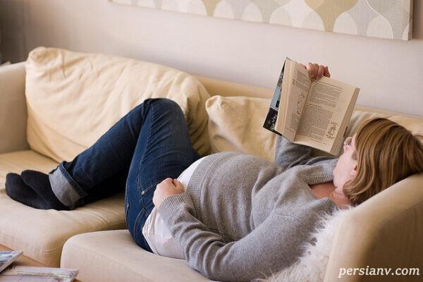 کتاب خواندن در بارداری