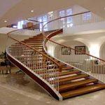 بالا و پایین رفتن از پله در بارداری خطر دارد؟