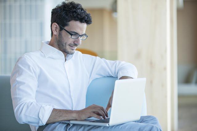 استفاده مردان از لپ تاپ چه تاثیراتی روی آن ها می گذارد؟